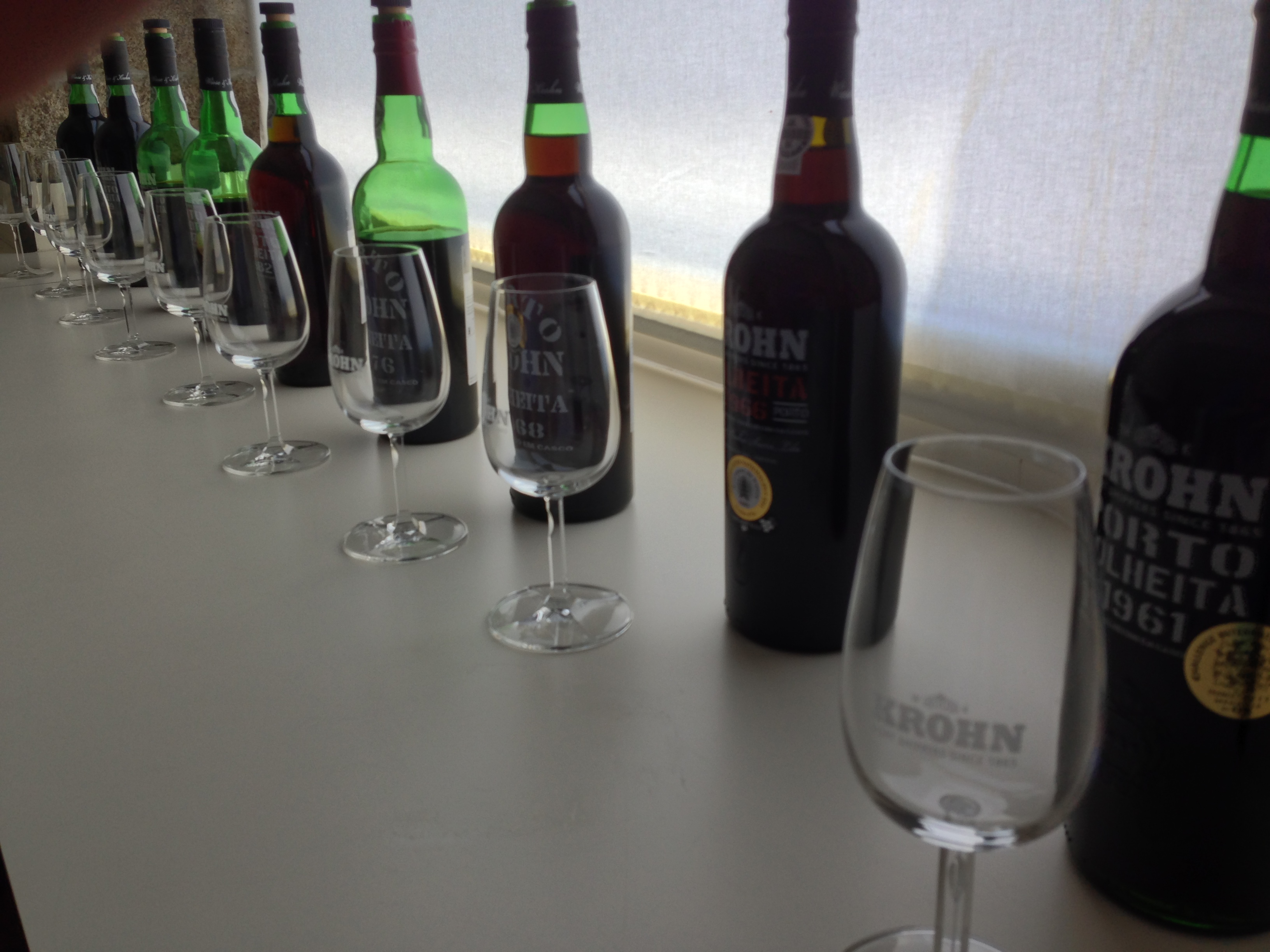 Tasting in the lab: pretty usual in Vila Nova de Gaia.